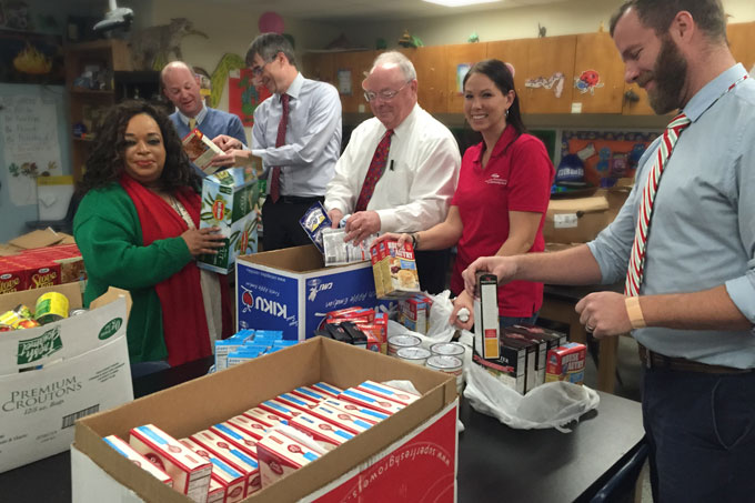 American National Bank employees and DESI staff sort food